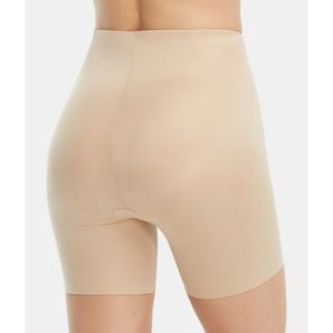 SPANX Suit Your Fancy Booty Booster Mid-Thigh.NWT